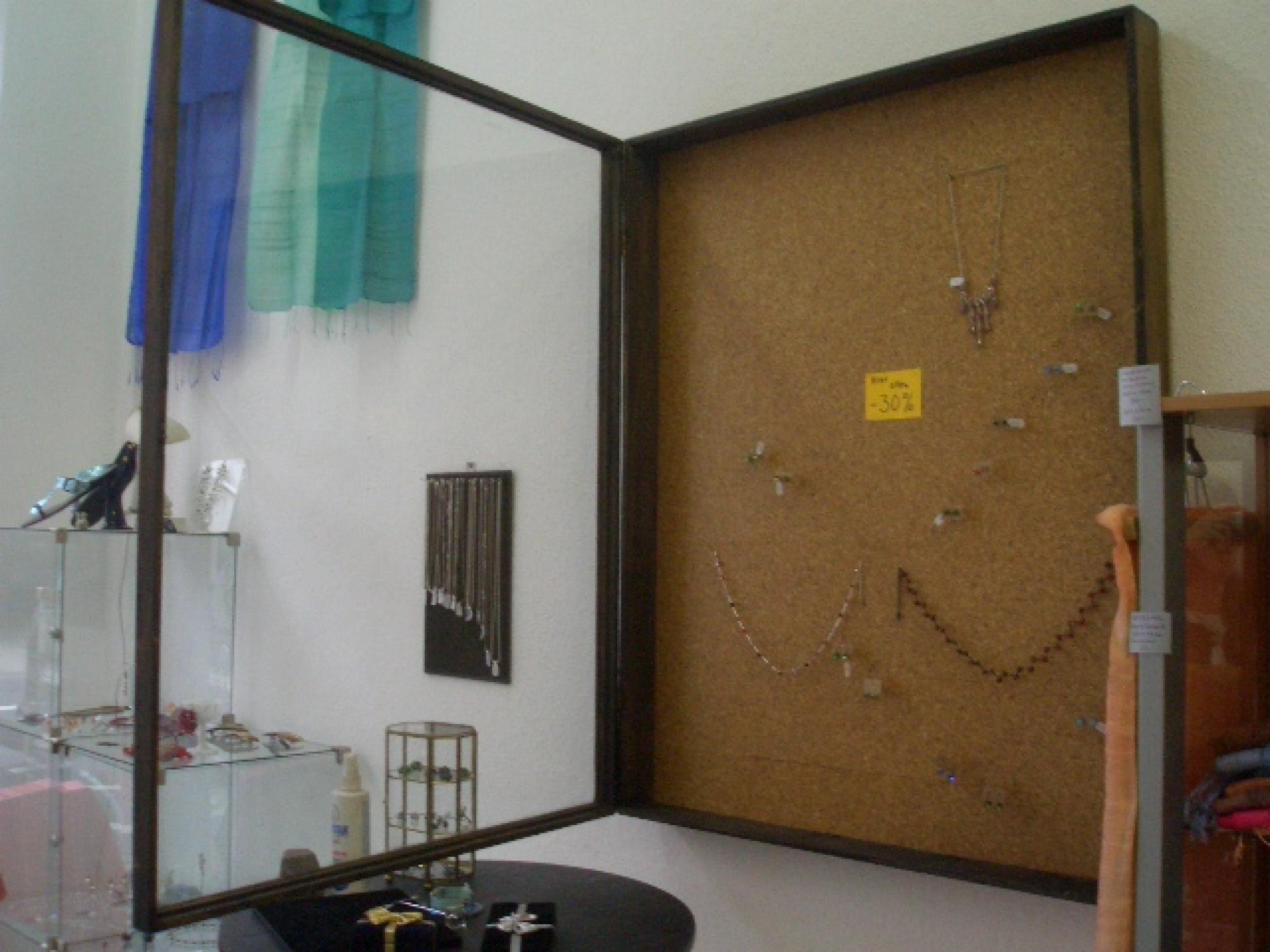 markasitschmuck antiker schaukasten wandvitrine dunles holz massiv glas antiker. Black Bedroom Furniture Sets. Home Design Ideas